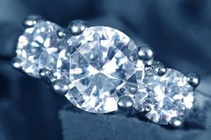Anillo de diamantes talla brillante en cuatro garras