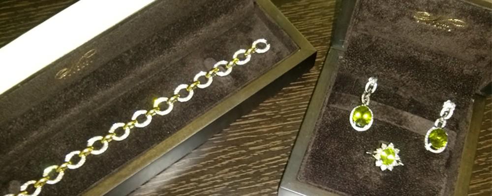 Pulsera, pendientes y anillo de diamantes