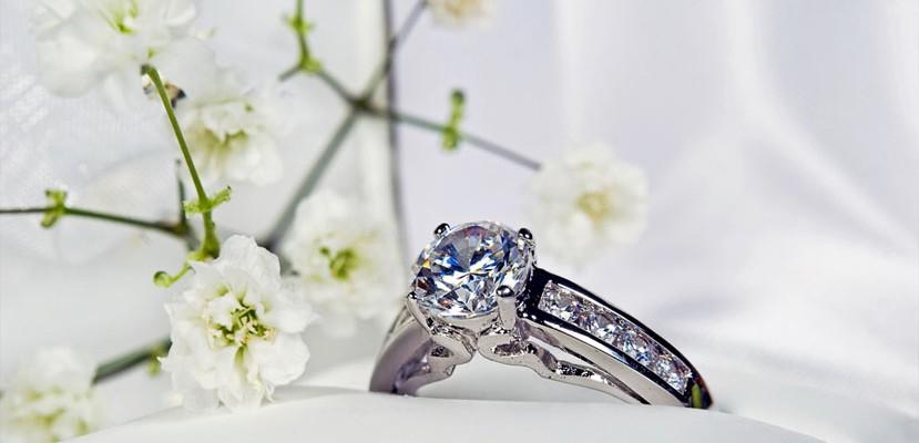 anillo de compromiso de diamantes