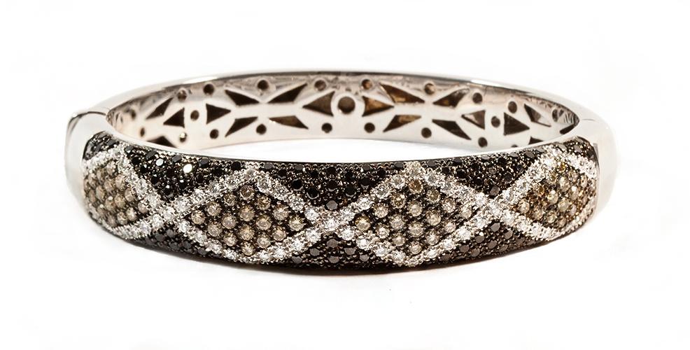 donna-pulseira-design-diamantes-color