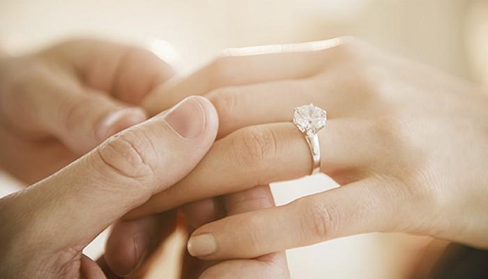 e846694f69d7 5 claves para comprar tu anillo de compromiso barato - Blog Navas Joyeros  Blog Navas Joyeros