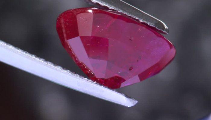 piedras preciosas rojas sangre pichon