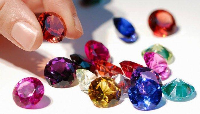 las joyas de piedras preciosas y diamantes la combinaci n. Black Bedroom Furniture Sets. Home Design Ideas