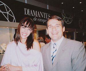Eva González y Raúl Martín, gerente de Navas Joyeros