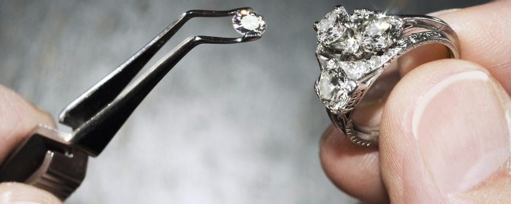 anillo de compromiso de platino