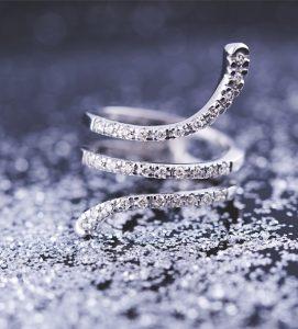 anillo-de-diamantes-serpente-navas-joyeros-creatividad