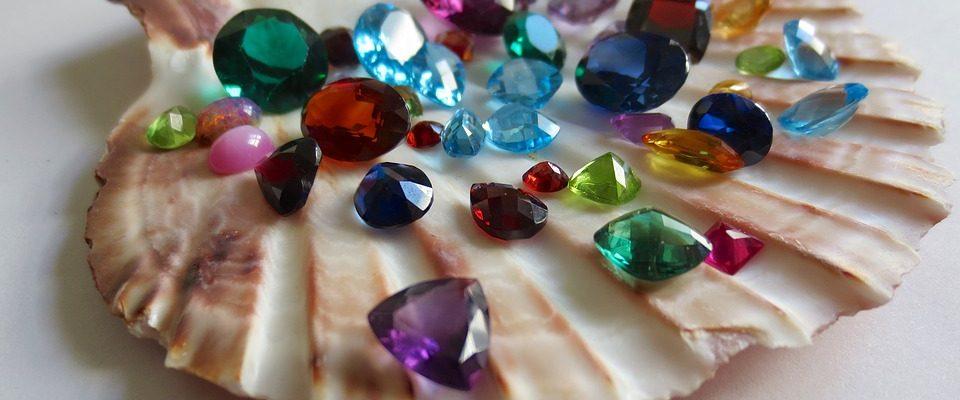65cd33780a85 Los pendientes nupciales de esmeralda