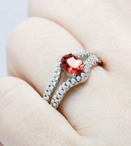 sortija de diamantes y rubi cratos