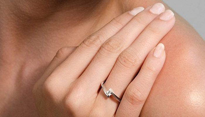 722aa93d3f92 Nuestros anillos de compromiso en oro blanco  bueno
